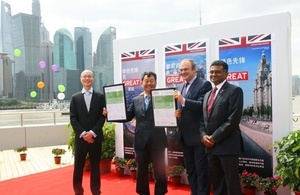 Edward Davey takes part in Shanghai 'GREEN is GREAT' activity.