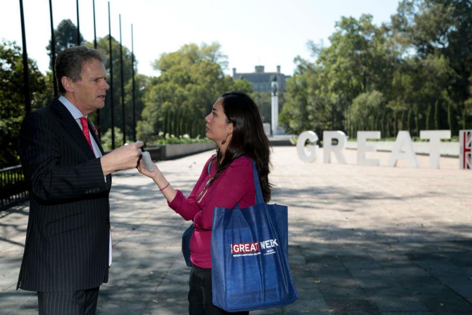 Duncan Taylor, Embajador del Reino Unido en México, da una entrevista al inicio del GREAT week