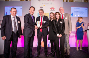 Prime Minister David Cameron presenting the Growth award to the GREAT Britain campaign team