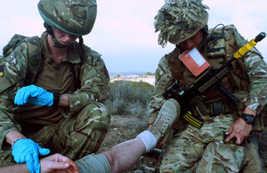 Reservists from 32 Signal Regiment practise their first aid skills during Exercise Lion Star 10 [Picture: Crown copyright]
