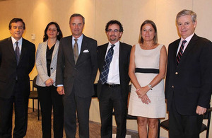 British ambassador, Jon Benjamin, with Chilean ministers of Environment and Energy, and other Chilean authorities.