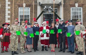 Lorraine Kelly with Father Christmas, members of the Armed Forces and Pikemen and Musketeers of the Honourable Artillery Company at the launch of the uk4u! Thanks 2013 Christmas Box campaign [Picture: Sergeant Adrian Harlen, Crown copyright]