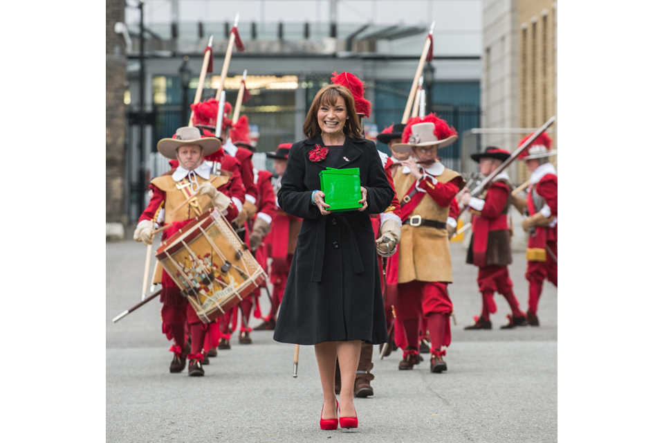 Lorraine Kelly with the Pikemen and Musketeers of the Honourable Artillery Company