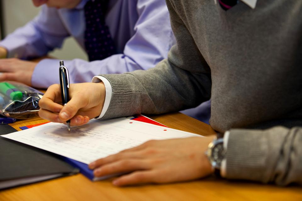 New maths hubs to raise standards - GOV.UK