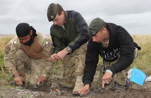 Soldiers from 1st Battalion The Rifles during the excavation of Iron Age deposits