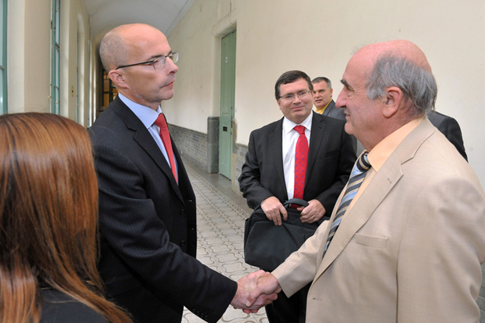 British Ambassador Jonathan Knott (left), Professor Richard Williams (middle) and Laszlo Vajta, Budapest Technical University Faculty of Electrical Engineering (right)
