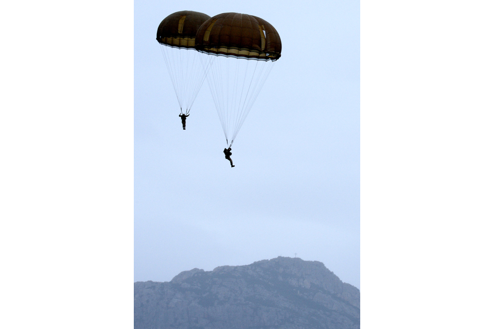 Paratroopers approaching the drop zone