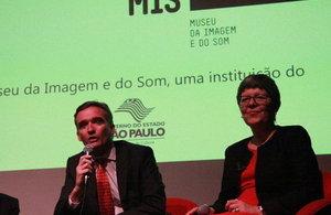 Embaixador Alex Ellis na abertura da exposição David Bowie is