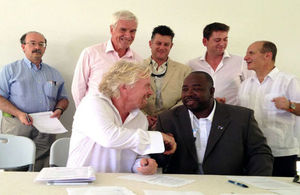 (Front LtR) Sir Richard Branson; Hon. George Lightbourne, Minister for Government Support Services, TCI. (Rear LtR): Amory Lovins CEO and Chief Scientist Rocky Mountain Institute; His Excellency Peter Beckingham Governor of TCI; Séamus Day - Sand Dollar
