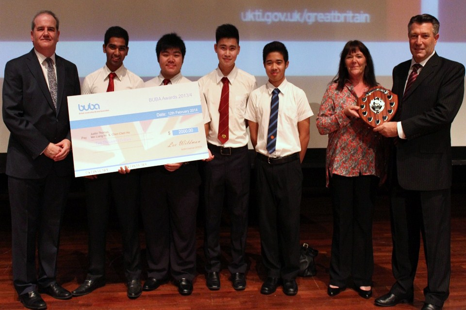 British High Commissioner Mr David Campbell with the first place winners from JIS