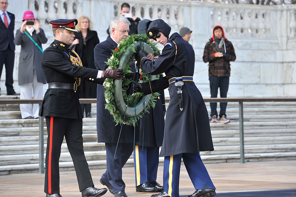 First Minister Carwyn Jones lays a wreath at the Tomb of the Unknown Solider. Photo by Dan Callister.