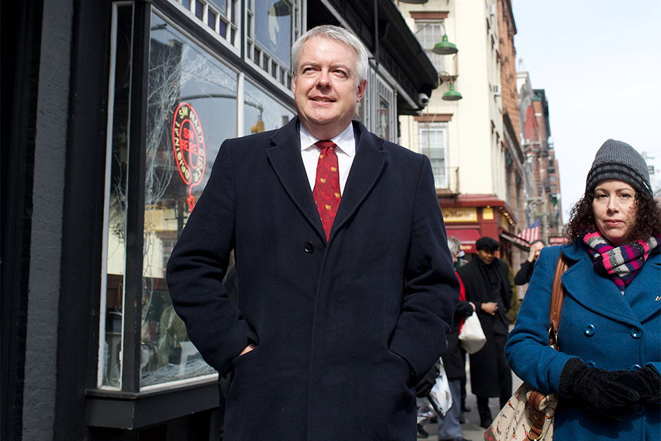 First Minister Carwyn Jones takes the Dylan Thomas Walking Tour in New York. Photo by Dan Callister.