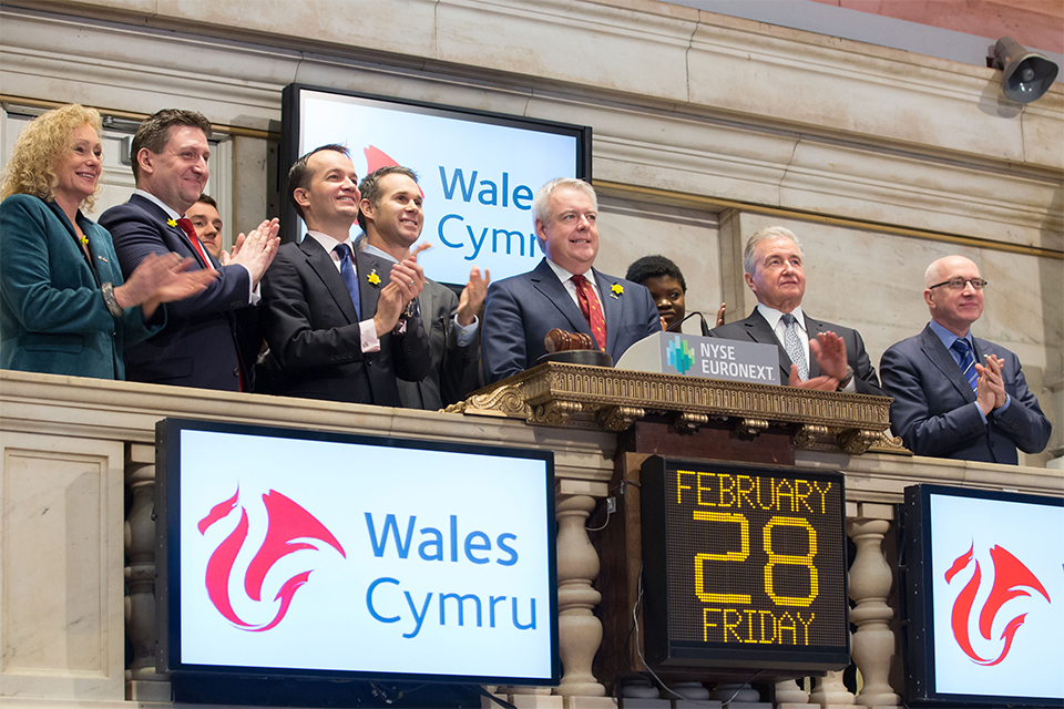 First Minister Carwyn Jones rings the opening bell at the New York Stock Exchange. Photo by Ben Hider/NYSE Euronext.
