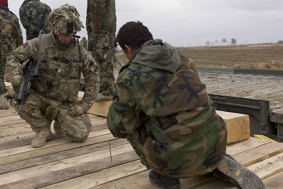 British Army mentor with Afghan soldier