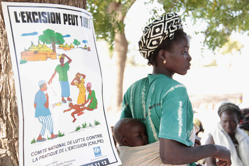 Peer educators run community discussions to talk about FGM, raise awareness and help break taboos. Picture: Jessica Lea/DFID