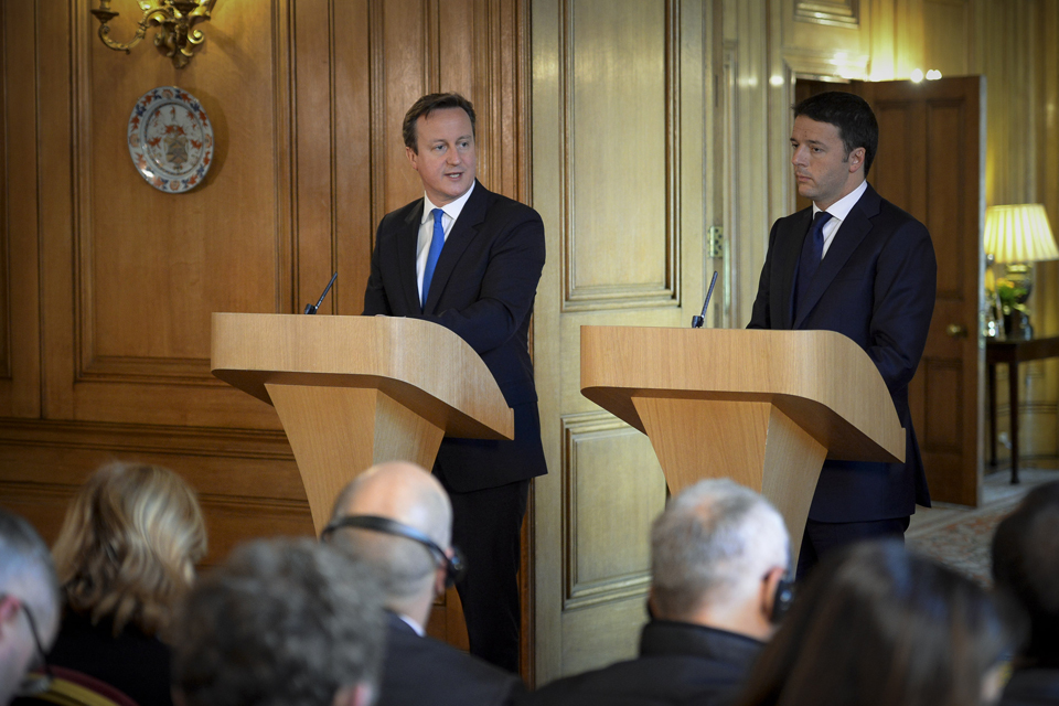 David Cameron and Matteo Renzi on speaking podiums.