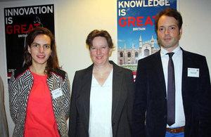 Embajadora británica con fundadores de HealthUnlocked.