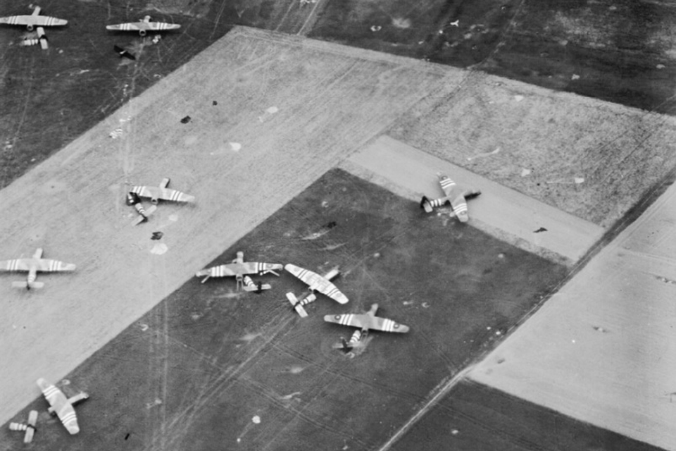 Parachutes and Horsa gliders