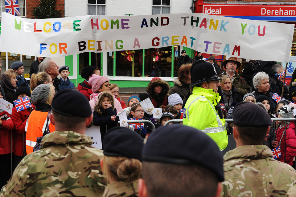 Large crowds in Derehm welcome The Light Dragoons