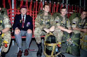 D-Day veteran Jeff Pattinson with present-day paratroopers [Picture: Corporal Andy Reddy, Crown copyright]
