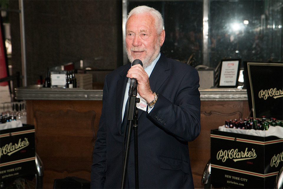 Sir Robin Knox-Johnston addresses the guests.