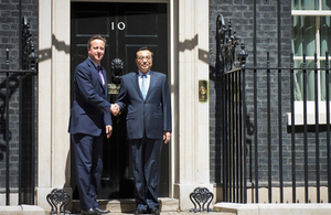 David Cameron and Premier Li in front on 10 Downing Street