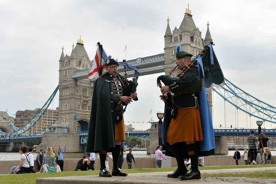 Pipers from the London Irish Rifles Army Reserve