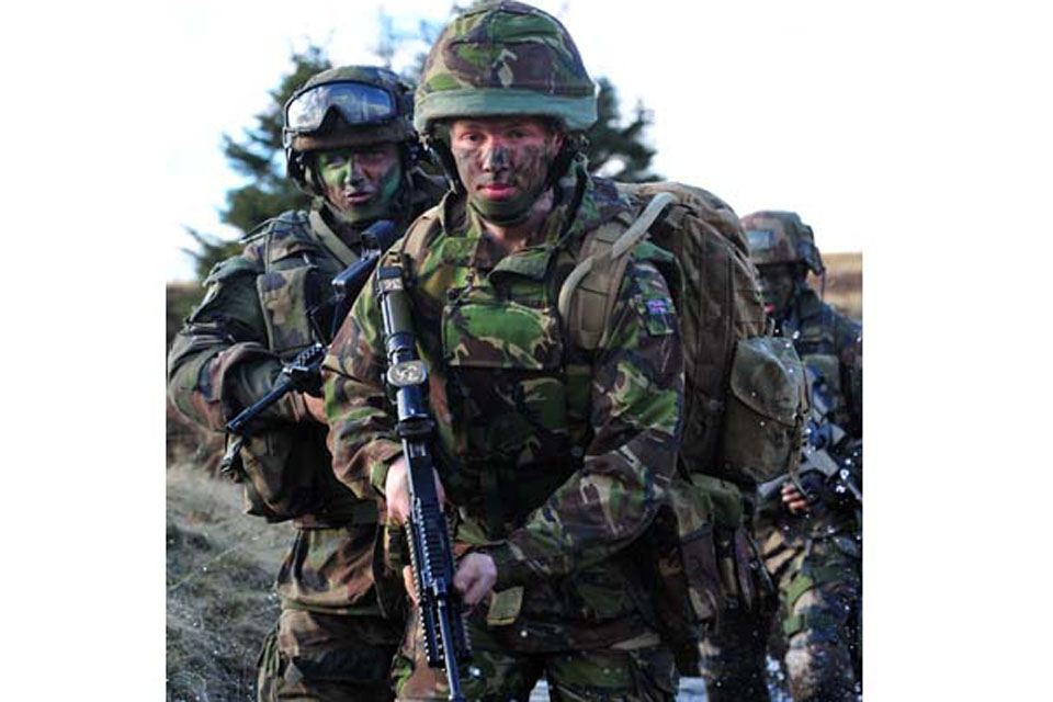 Private Colin Cadman, 5 SCOTS, leads French troops from 8th Marine Infantry Parachute Regiment during Exercise Boars Head at Otterburn Training Area