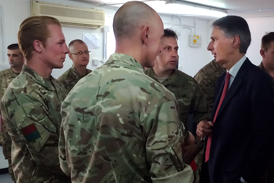 Philip Hammond meets UK troops transiting through the Gulf