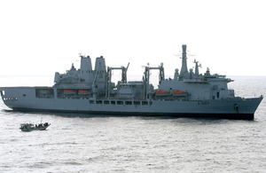 RFA Fort Victoria alongside the dhow that was found to have 13 Somali pirates on board