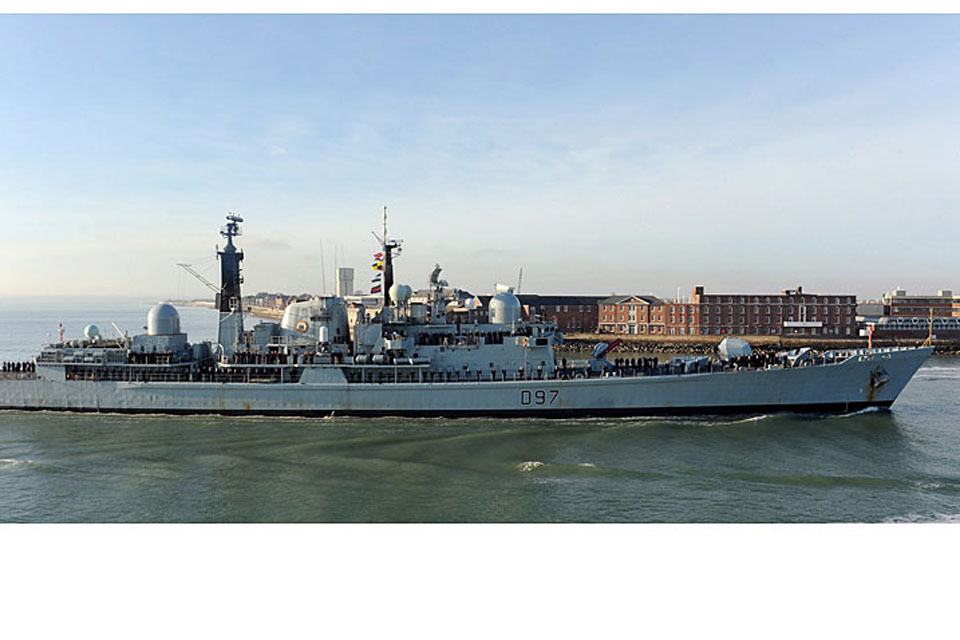 HMS Edinburgh sails into Portsmouth Harbour