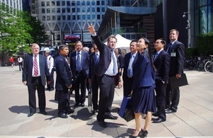 A group of five senior officials from the Thu Thiem Investment and Construction Authorities is also accompanying Vice Chairman Tin to the UK to learn from the Canary Wharf Group's experience