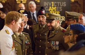 Il Principe Harry incontra invalidi di guerra italiani