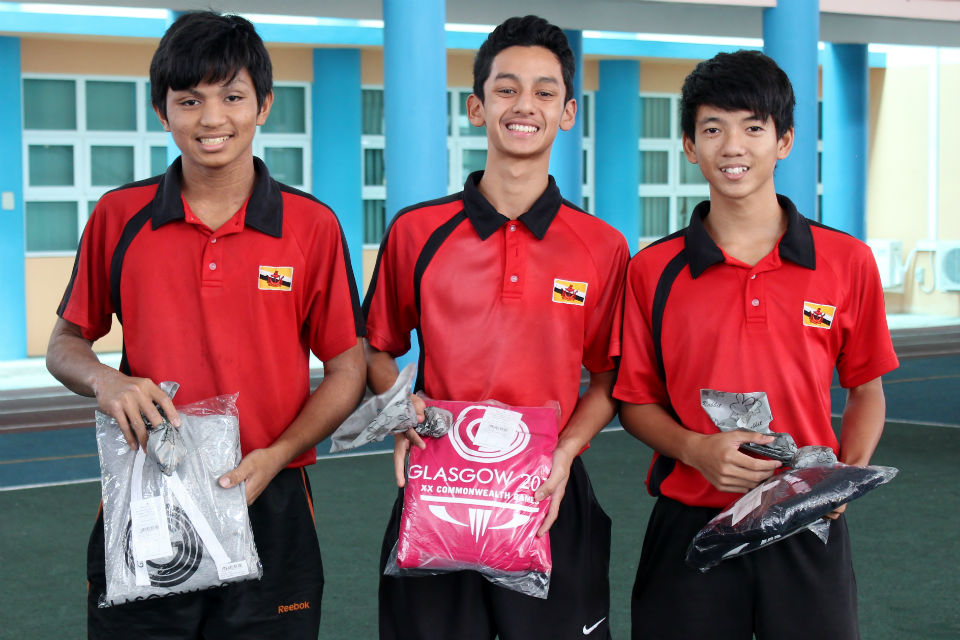 First place winners Abdul Azlan, Muhammad Ammar Safwan and Muhammad Hakeem with Glasgow 2014 jumpers
