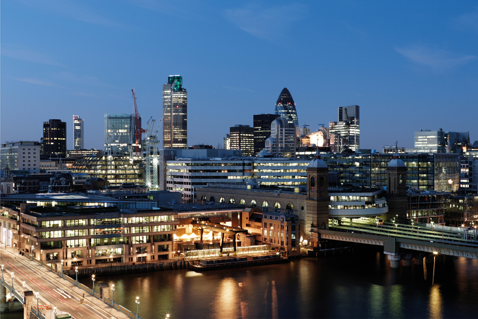 Elevated view of River Thames, City of London - financial district at dusk: Source, iStock/©