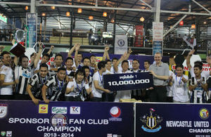 Ambassador Philip Malone presents trophy to Lao BPL Fan club League winners, Lao Newcastle United Fan club team in Vientiane on Sunday. [Photo by British Embassy Vientiane]
