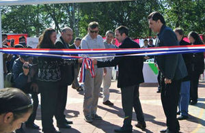 Ambassador Hobbs inaugura the multi-use sports centre with the Executive Director of Amerisur John Wardle, the Paraguayn Minister of Sports and other local authorities