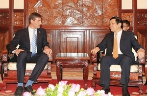 The UK Ambassador Mr Giles Lever presented his Letter of Credentials to the Vietnamese State President Truong Tan Sang on 10 September 2014
