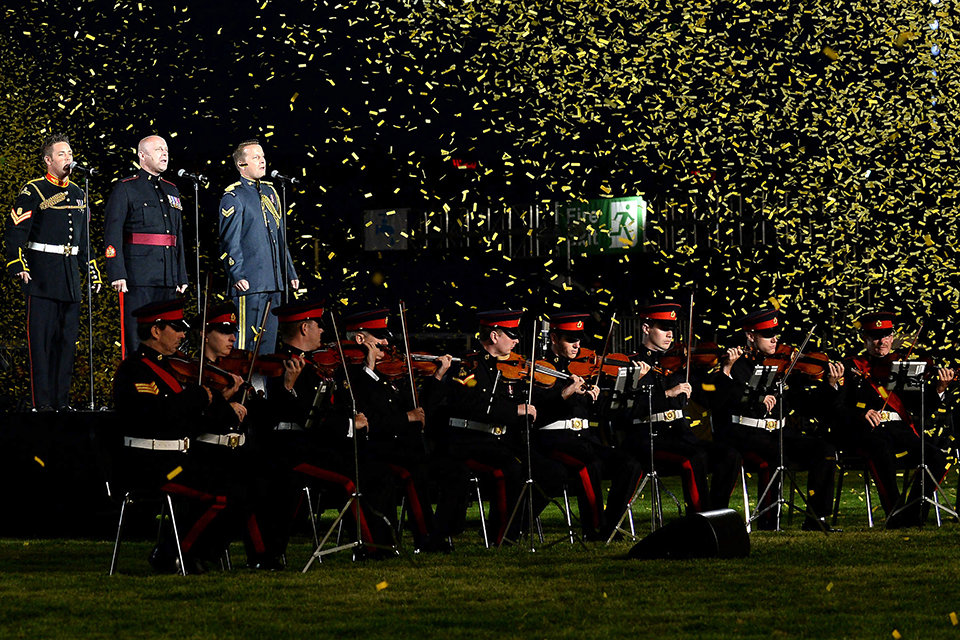 Military musicians and singers performing the Invictus Games anthem