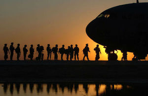 Image depicting soldiers boarding an aircraft