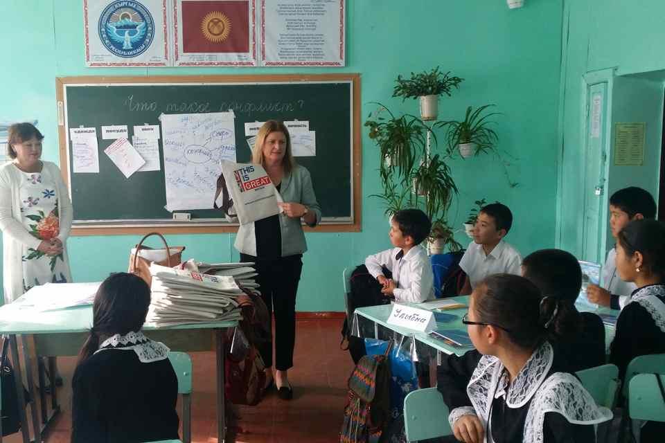"""Ambassador visits Secondary School No.5 to observe """"tolerance class"""""""