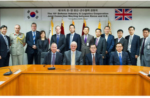 The members of the UK/ROK Joint Committee headed by Head of UKTI DSO, Richard Paniguian and the DAPA Vice Minister, Kim Chul So.