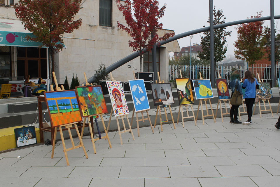 Ambassador Cliff opened an exhibition of paintings