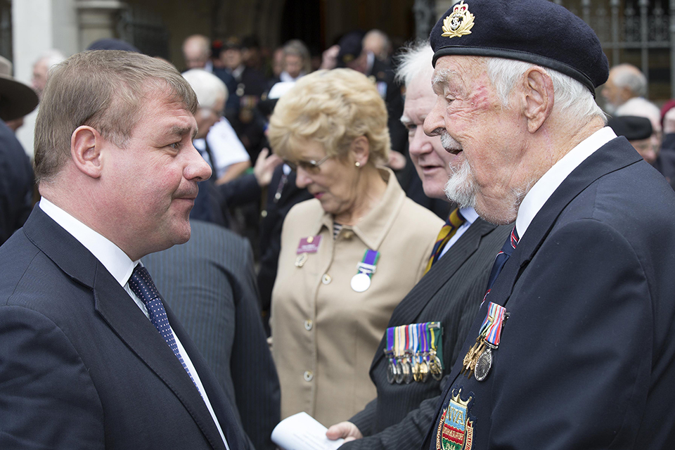 Mark Francois talking to a Normandy Veteran