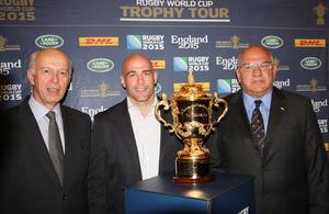 Embajador británico, John Freeman con Felipe Contepomi y Carlos Araujo, presidente de la Unión Argentina de Rugby