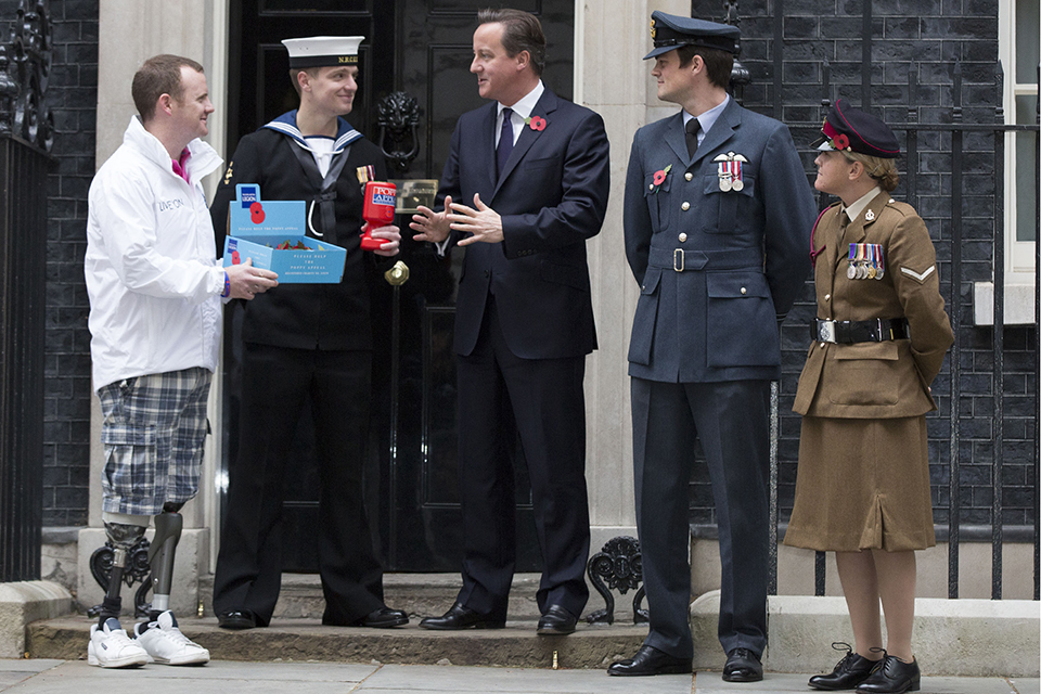 Members of the Armed Forces with the Prime Minister