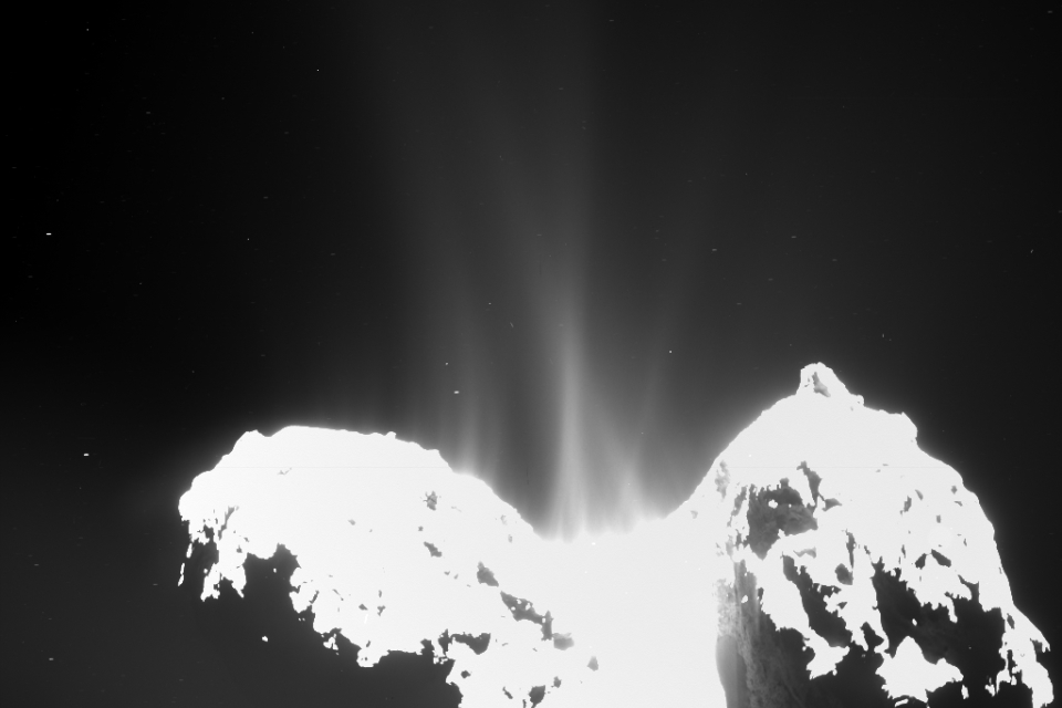Jets of cometary activity can be seen along almost the whole body of the comet.