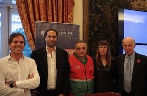 Los oradores Alec Oxenford, Carlos Guyot y Alberto Crescenti con la moderadora Valeria Schapira y el embajador John Freeman