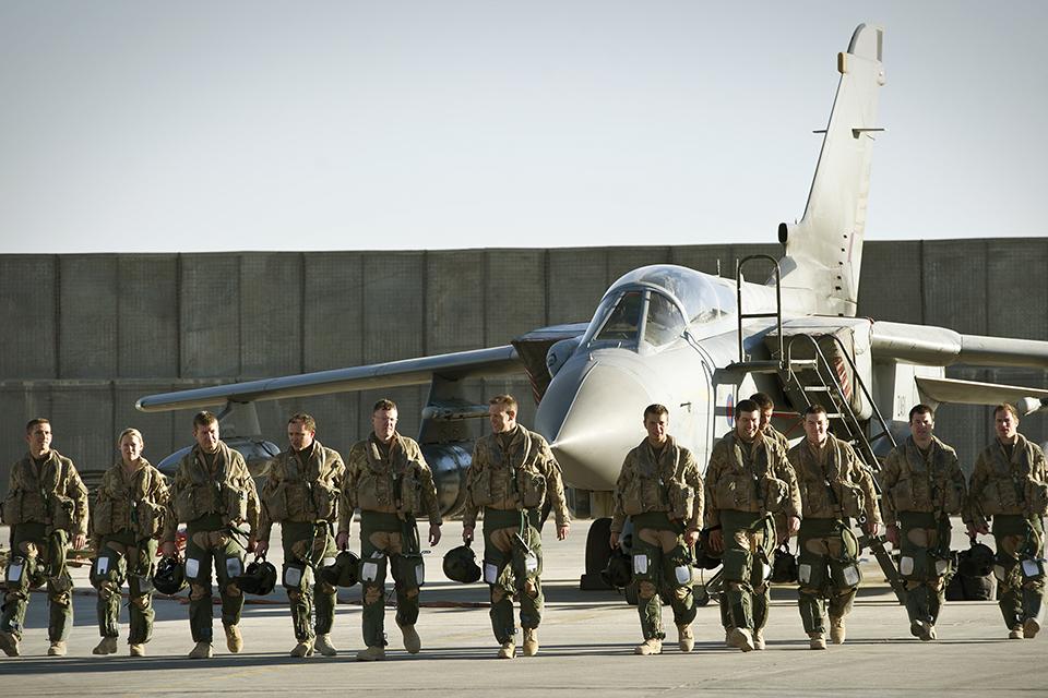 31 Squadron aircrew