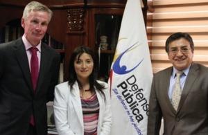 Ernesto Pazmiño, Defensor Público General del Ecuador, William Payne, miembro de la Dirección de Prisiones del Sector Público y del Servicio Nacional de Manejo de Infractores, Verónica Ruiz, Vicecónsul de la Embajada Británica.